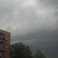 Frase idiomática: ¡para cuatro días que vivimos,tres nublados!