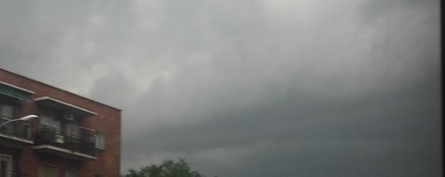 Frase idiomática: ¡para cuatro días que vivimos, tres nublados!